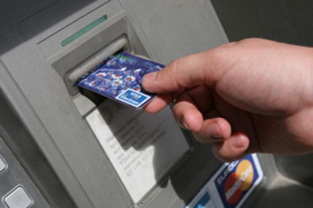 Как поэтапно снять деньги с банкомата