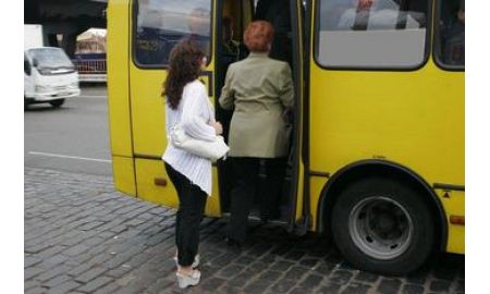 прижимания в транспорте фото